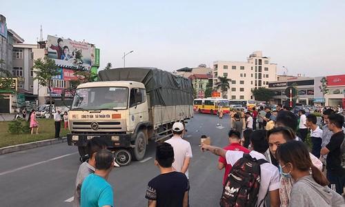 O to tai cuon nguoi dan ong di xe may vao gam chet tham-Hinh-2