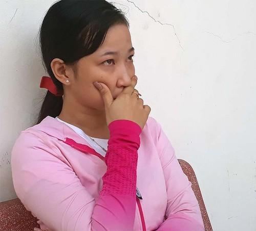 Tinh tiet bat ngo vu nghi be 7 tuoi bi cha ruot va me ke bao hanh-Hinh-2