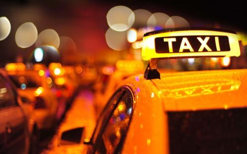 Mau thuan vi taxi khong cho khach, mot nguoi bi dam chet