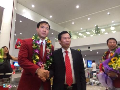Xa thu Hoang Xuan Vinh duoc don tiep long trong o Noi Bai-Hinh-4