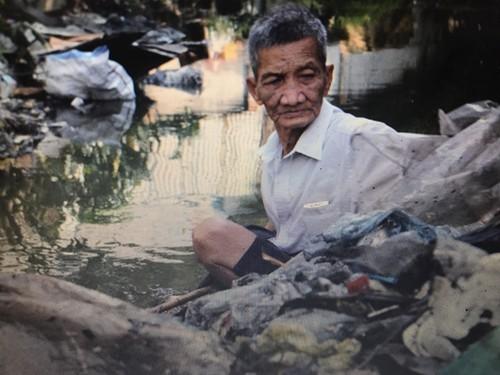 """Hanh trinh lam sach dong kenh cua lao """"gan xa ban""""-Hinh-3"""