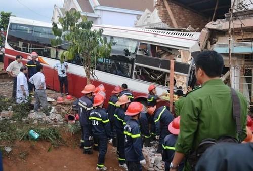 Nguoi dan pha cua cuu hanh khach hoang loan trong xe Thanh Buoi