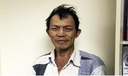 Bat doi tuong trom 3 tui xach o san bay Tan Son Nhat