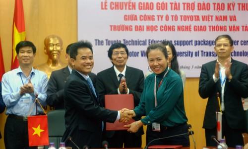 TMV tang thiet bi ky thuat cho DH Cong nghe GTVT Ha Noi-Hinh-3