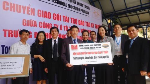 TMV tang thiet bi ky thuat cho DH Cong nghe GTVT Ha Noi-Hinh-5