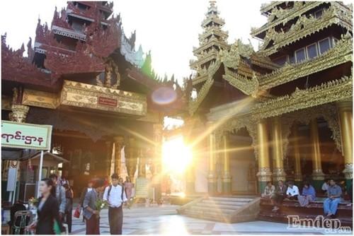 Don binh minh tai ngoi chua thieng nhat Myanmar-Hinh-3