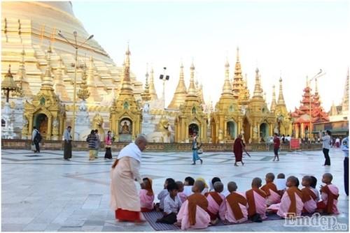 Don binh minh tai ngoi chua thieng nhat Myanmar-Hinh-4