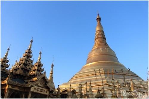 Don binh minh tai ngoi chua thieng nhat Myanmar-Hinh-5