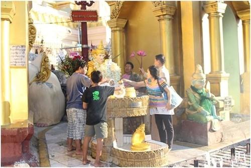 Don binh minh tai ngoi chua thieng nhat Myanmar-Hinh-7