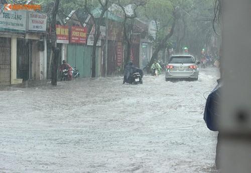 Diem nong 24h: Bao cao vu PCT Quan Thanh Xuan Le Mai Trang