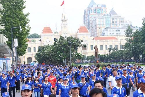 "Hang ngan nguoi ""phu xanh"" pho di bo co vu Doan The thao Viet Nam-Hinh-10"
