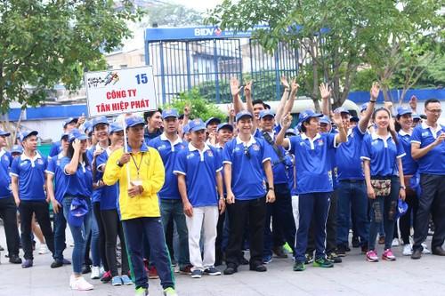"Hang ngan nguoi ""phu xanh"" pho di bo co vu Doan The thao Viet Nam-Hinh-11"