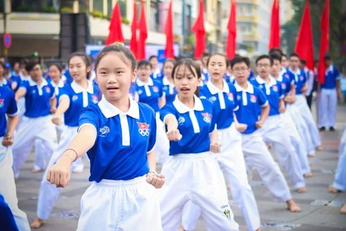 "Hang ngan nguoi ""phu xanh"" pho di bo co vu Doan The thao Viet Nam-Hinh-14"
