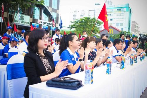 "Hang ngan nguoi ""phu xanh"" pho di bo co vu Doan The thao Viet Nam-Hinh-3"