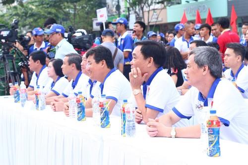 "Hang ngan nguoi ""phu xanh"" pho di bo co vu Doan The thao Viet Nam-Hinh-4"