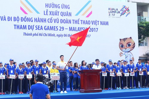 "Hang ngan nguoi ""phu xanh"" pho di bo co vu Doan The thao Viet Nam-Hinh-5"