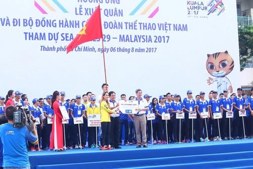 "Hang ngan nguoi ""phu xanh"" pho di bo co vu Doan The thao Viet Nam-Hinh-6"