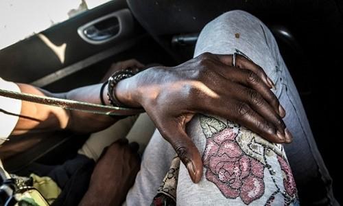 Cuoc song 'trong bong toi' cua phu nu dong tinh o Senegal