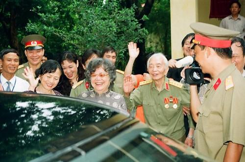 Bua com voi hai qua trung cua vo chong Tuong Giap-Hinh-9