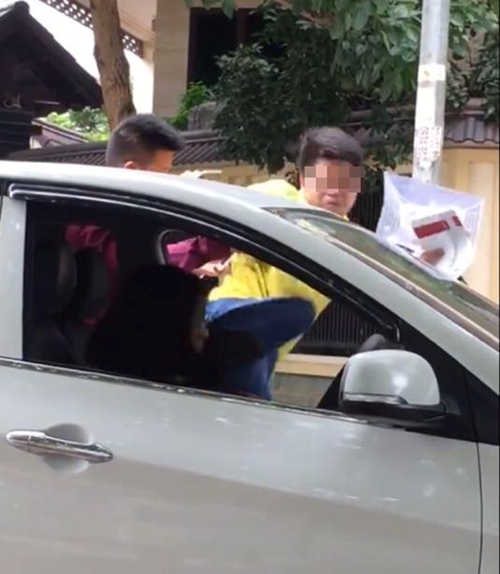 "Diem nong 24h: Nam thanh nien ""tung cuoc"" vao nu tai xe-Hinh-7"