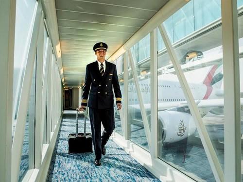 Emirates tuyen phi cong tai Viet Nam: Luong cao, cap nha Dubai