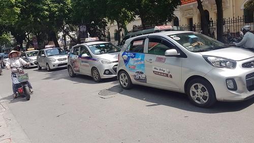Taxi Ha Noi yeu cau dung khan cap Grab-Uber