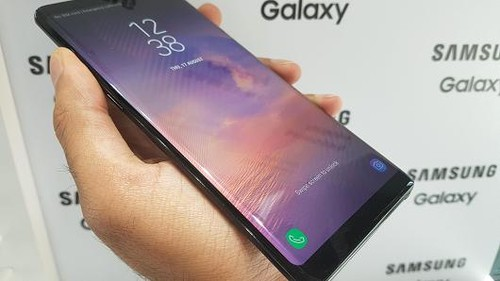 """Galaxy Note 8 bi to """"ho sang"""" o vien man hinh"""