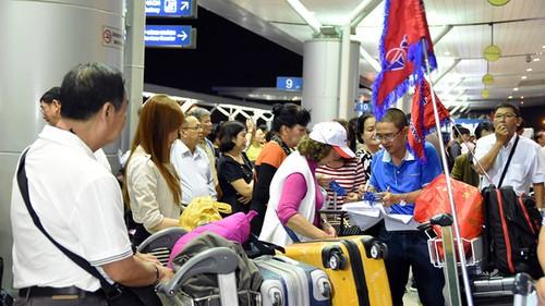 """Nguoi Viet choi sang thue may bay """"rieng"""", gia re bat ngo-Hinh-2"""