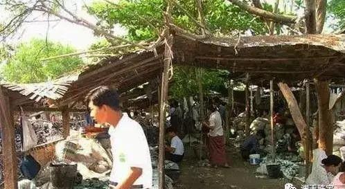 Choang: Ngoc phi thuy ban do dong nhu rau ngoai cho