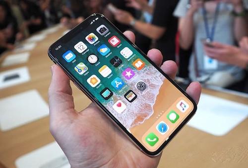 """Dinh nhieu loi, gia iPhone X """"dao chieu"""" chong mat"""
