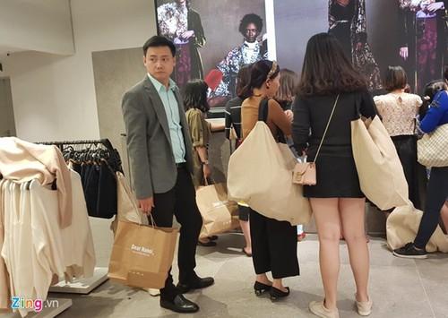 Tiet lo it ai ngo ve hang hieu Zara va H&M