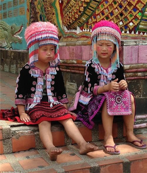 Su that sau buc anh hai co be Thai trom do khach Tay-Hinh-2