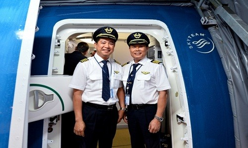 Luong phi cong, tiep vien Vietnam Airlines khung co nao?