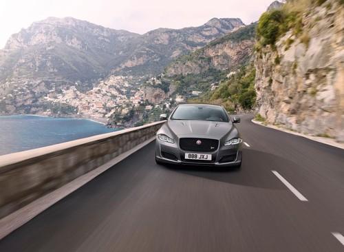 Jaguar chot gia mau sedan XJR575 tu 2,65 ty dong