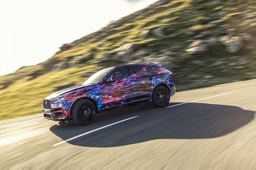 Jaguar tung video SUV F-Pace