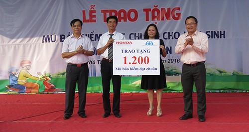 HVN tang mu bao hiem cho hoc sinh Thai Binh va Phu Tho-Hinh-2