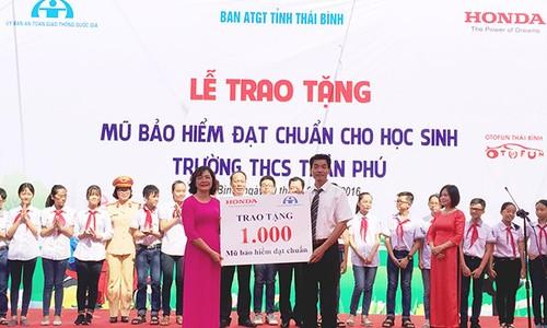 HVN tang mu bao hiem cho hoc sinh Thai Binh va Phu Tho