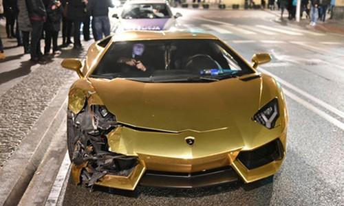 Sieu xe Aventador ma vang gap nan, nat dau