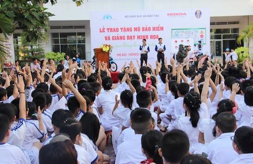 HVN tong ket hoat dong lai xe an toan trong nam 2016-Hinh-3