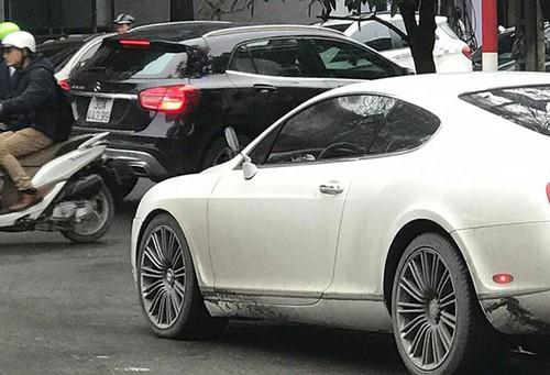 Sieu xe sang Bentley lap guong xe may tai Ha Noi-Hinh-2