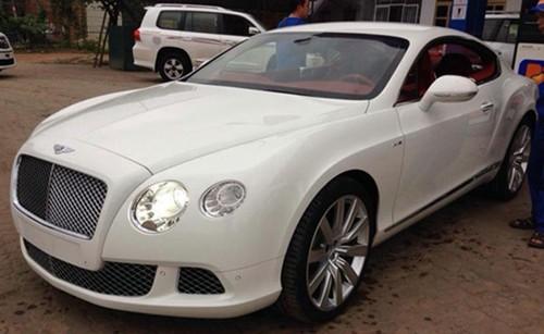 Sieu xe sang Bentley lap guong xe may tai Ha Noi-Hinh-3