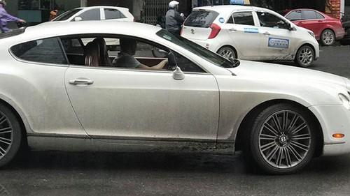 Sieu xe sang Bentley lap guong xe may tai Ha Noi
