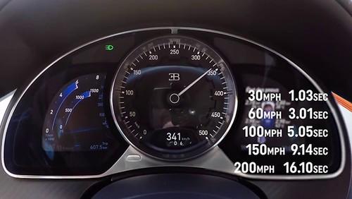 Xem sieu xe Bugatti Chiron len 350 km/h trong nhay mat-Hinh-2