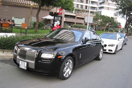Rolls-Royce chuc ty bien Sai Gon lan banh tren dat Cang-Hinh-3