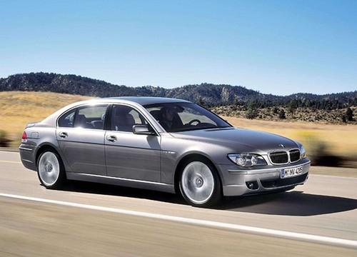 """Trieu hoi BMW 7-Series """"dinh loi"""" bung cua khi chay"""