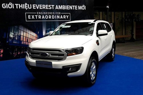Xe Ford Everest Ambiente MT gia tu 850 trieu tai VN