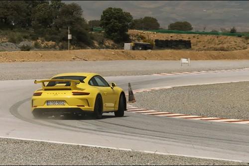"Gia gan U70 - Walter Rohrl ""lam xiec"" voi Porsche 911 GT3-Hinh-2"