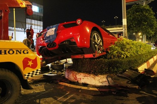 Sieu xe Ferrari 15 ty gap nan nat dau o Sai Gon-Hinh-3