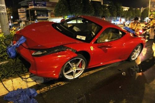 Sieu xe Ferrari 15 ty gap nan nat dau o Sai Gon