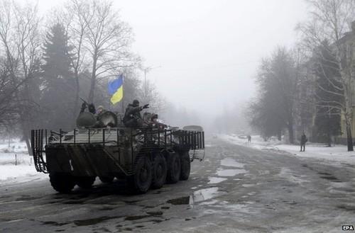 Kiev cao buoc Nga tan cong quan doi Ukraine o Luhansk